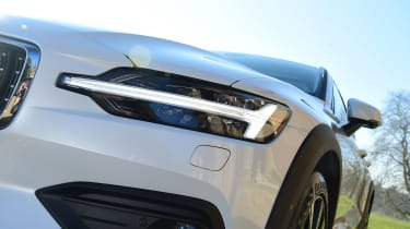 Volvo V60 Cross Country - front light