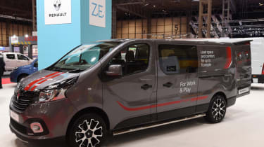 Renault Trafic almost side