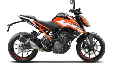 KTM Duke 125 review - side static