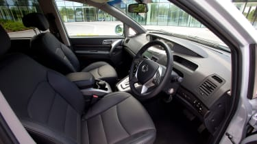 SsangYong Turismo - front seats