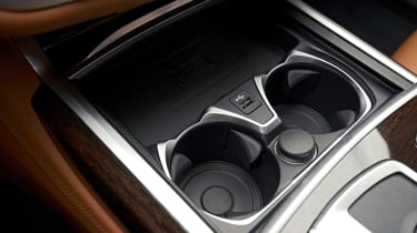 BMW 750i - cup holders