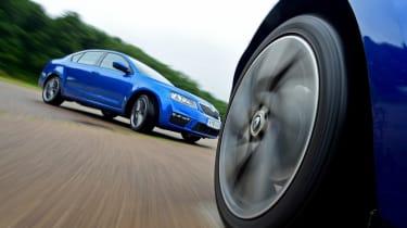 Skoda Octavia vRS vs Renault Megane GT - racing