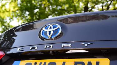 Toyota Camry - badge