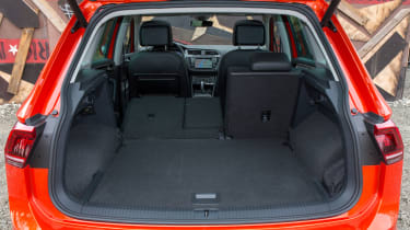 Volkswagen Tiguan 2016 - boot seats down