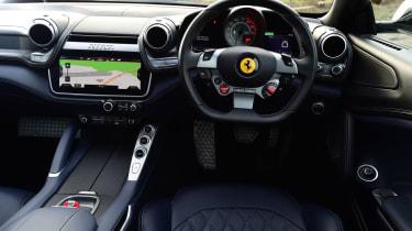 Ferrari GTC4 Lusso T - dash