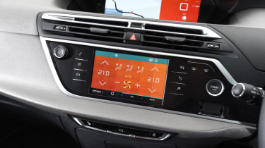 Citroen Grand C4 Picasso 2016 - infotainment