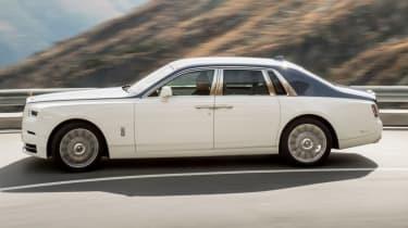 Rolls-Royce Phantom - side action