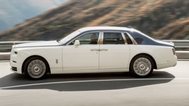 Rolls-Royce Phantom - side action