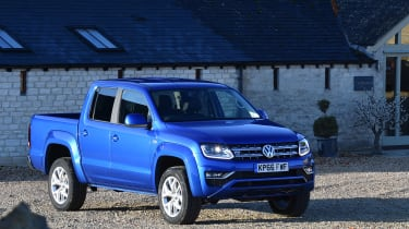 Volkswagen Amarok pick-up 2016 - front quarter 3