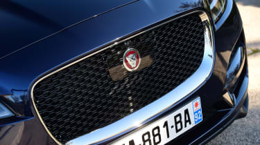 Jaguar F-Pace 3.0d 2016 - grille