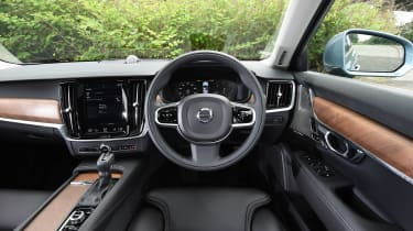 Volvo S90 - UK dash