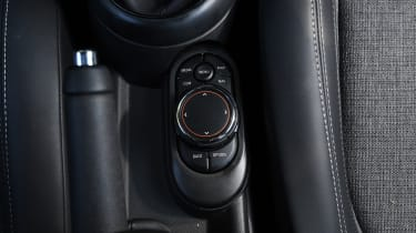 MINI Cooper 5-Door - controls