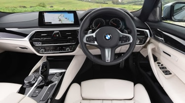 BMW 520d M Sport - dash