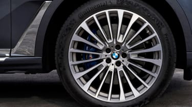 BMW X7 spy shot - wheel
