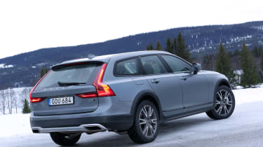 Volvo V90 Cross Country - rear static
