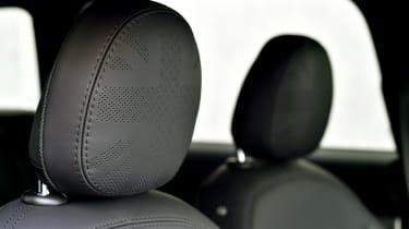 MINI Clubman JCW - rear headrest