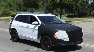 Jeep Cherokee 2018 facelift spy shots 6