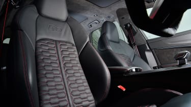 Audi RS 6 - front seats