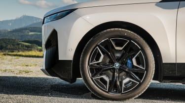 BMW iX - wheel