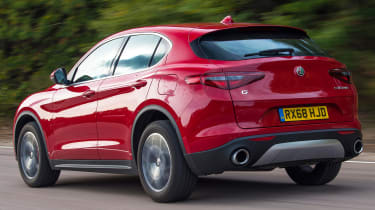 alfa romeo stelvio tracking rear