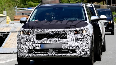 Kia Sorrento - spy shot - front tracking