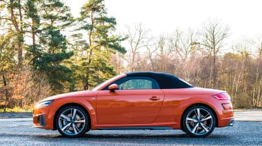 Audi TT Roadster - side