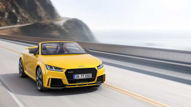 Audi TT RS - front tracking