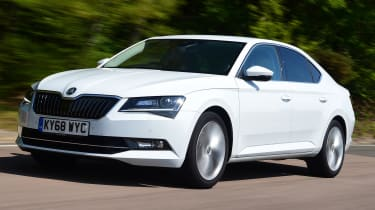 Skoda Superb - front tracking