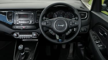 Kia Carens 2 1.7 CRDi interior