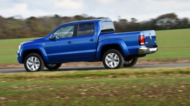 Volkswagen Amarok pick-up 2016 - side tracking