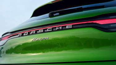 Porsche Macan - badge