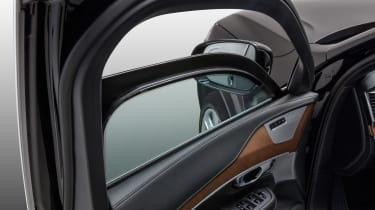 Volvo XC90 Armoured - window