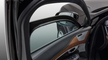 Volvo XC90 Armoured - window