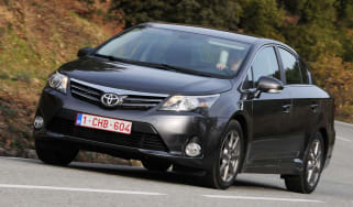 Toyota Avensis 2.0 D-4D front cornering