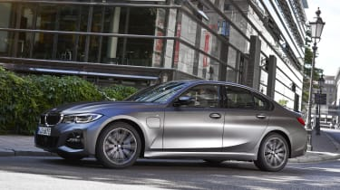BMW 520e - side