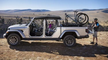 Jeep Gladiator side profile static