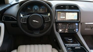 Jaguar F-Pace 3.0d 2016 - interior