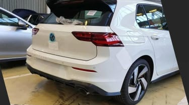 Volkswagen Golf GTI Mk8 - rear leak