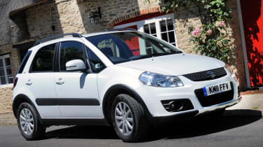 Suzuki SX4 front three-quarters