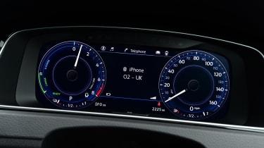 Volkswagen Golf GTE - instruments