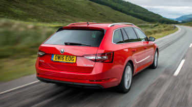 Skoda Superb Estate - rear tracking