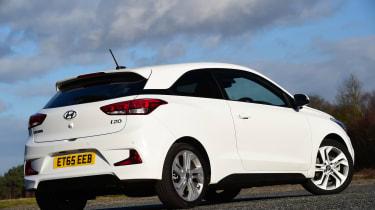 Hyundai i20 Coupe 1.0 T-GDi 2016 - rear quarter