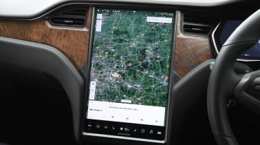 Tesla Model S Long Range - sat-nav