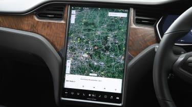 Tesla Model S Long Range - sat-nav
