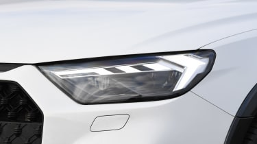 Audi A1 Citycarver - front lights