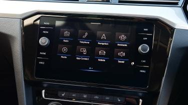 Volkswagen Passat - infotainment