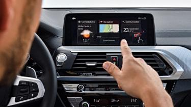 BMW X3 M40i - gesture control