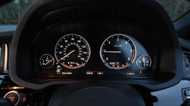 BMW X4 - dials