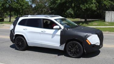 Jeep Cherokee 2018 facelift spy shots 8