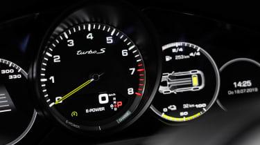 Porsche Cayenne Turbo S E-Hybrid - dials